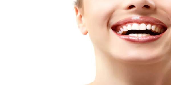 Wybielanie zębów w domu jest możliwe! Jak to zrobić