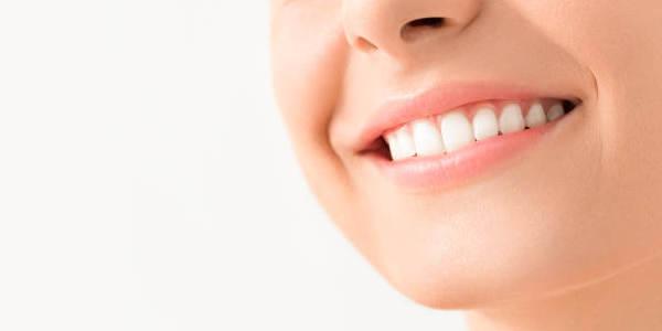 Jak wybielić zęby na długie i trwałe lata